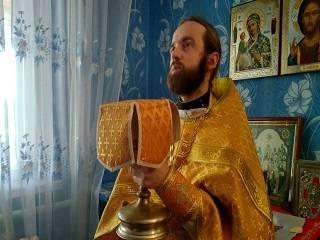 На Волыни верующие молятся в доме священника УПЦ после перехода храма в ПЦУ