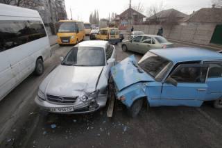 В Днепре произошло масштабное ДТП с четырьмя авто