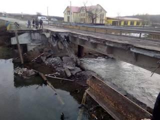 На Тернопольщине обрушился мост. Дорожники обвиняют во всем водителей