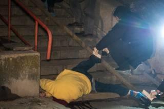 Выпала из многоэтажки: в центре Киева погибла женщина (18+)