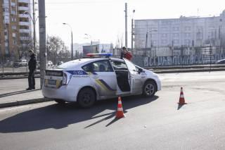 Элитный автомобиль на «евробляхах» протаранил экипаж полиции в Киеве. Копов госпитализировали