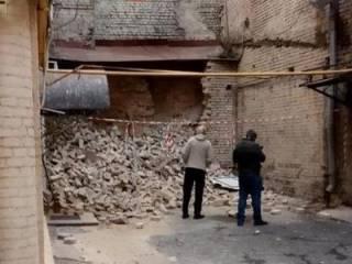«Он устал». На бульваре Шевченко рухнула стена кирпичного дома