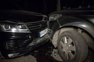 В Киеве неадекватный водитель атаковал машину с детьми
