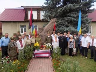 В Ивано-Франковской области поставили памятник полицаю и участнику еврейских погромов