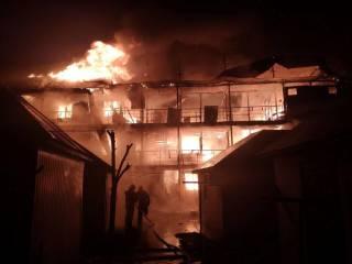 В Затоке за ночь сгорели сразу две базы отдыха