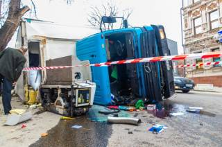 В Днепре грузовик устроил масштабное ДТП