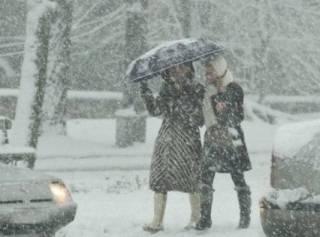 C утра Киев начало заметать снегом