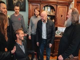 Ник Вуйчич посетил Киево-Печерскую лавру и пообщался с митрополитом Павлом