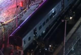 В США поезд протаранил грузовик