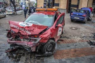 В центре Киева произошло кровавое ДТП с машиной охраны