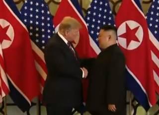Трамп поужинал с Ким Чен Ыном и рассыпался перед ним в любезностях