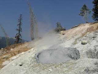 Жителей Калифорнии напугали возможным извержением местных вулканов