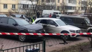 В Киеве гранатой взорвали автомобиль. Водителя экстренно госпитализировали
