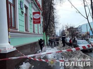 В Харькове ледяная глыба обрушилась прямо на людей