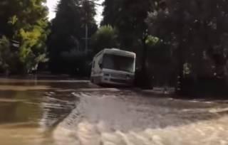 Суровая Русская река затопила несколько городков в Калифорнии