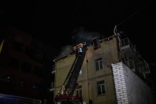В Киеве горел трехэтажный дом, где жили семьи из Турции