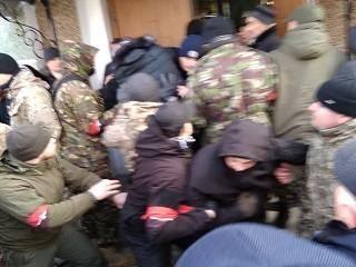 На Тернопольщине «Правый сектор» помог представителям ПЦУ завладеть храмом УПЦ