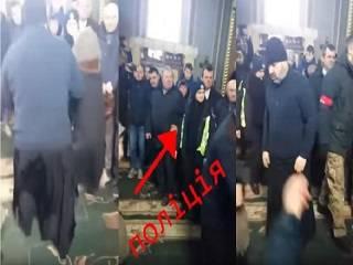 УПЦ публиковала видео, на котором сторонники ПЦУ грубо выталкивают женщин из церкви