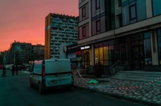 Сорвавшись с седьмого этажа, в Днепре погибла мойщица окон (18+)