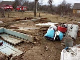 На Львовщине бетонная стена рухнула прямо на людей