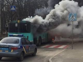 В Чернигове прямо на ходу загорелся троллейбус с пассажирами