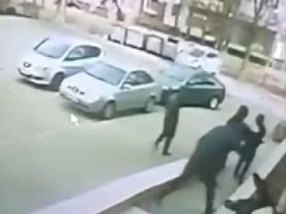 В сеть попало видео зверского избиения запорожского экс-борца с коррупцией