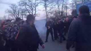 Националисты атаковали Порошенко в Черкассах