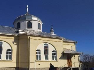 В Черновицкой области в Прощеное воскресенье сторонники новой Церкви срезали замки на храме УПЦ