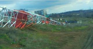 На Николаевщине сильный ветер «сдул» вышку мобильного оператора