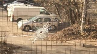 В Киеве обстреляли здание Голосеевского райсуда. Целились по кабинетам судей