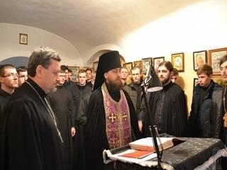 В Волынской духовной семинарии УПЦ в течение Великого поста непрерывно читают Псалтирь о мире в Украине