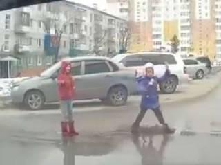 Киевские детишки придумали себе новое опасное развлечение