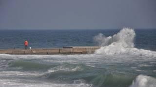 В Одессе ветер сдул в море коляску с ребенком
