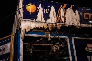 В Киеве сожгли ларек лотереи – сотрудник чудом успел спастись