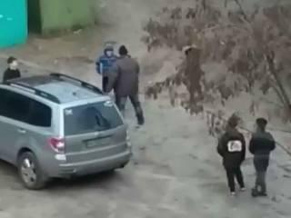 В Харькове толпа детей избила взрослого мужчину