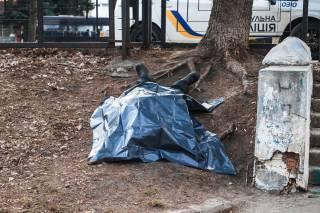 В одном из парков Днепра нашли труп бомжа (18+)