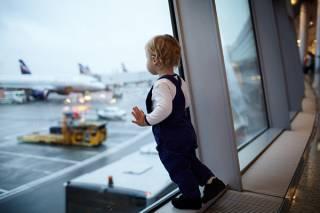 Мать забыла ребенка в аэропорту Саудовской Аравии. Самолет пришлось разворачивать
