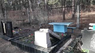 В Киеве вандалы разгромили могилы на Лесном кладбище