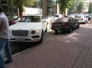 Ирэна Кильчицкая стала героем парковки, бросив свой Bentley прямо на перекрестке