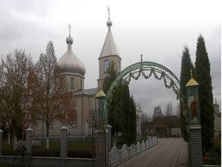 Томос не помог: на Ровенщине верующие УАПЦ и УПЦ КП не могут поделить храм