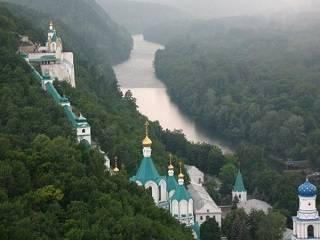 В Святогорской лавре в воскресенье вынесут святыни, к которым можно приложиться только  раз в год