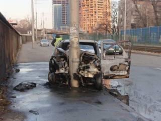 В огненном ДТП в Киеве пострадал водитель