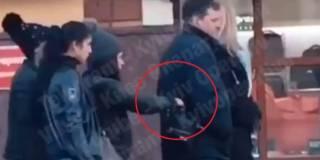 Случайный прохожий сорвал попытку ограбления в центре Киева, сняв ее на видео