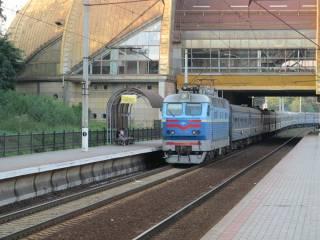 В Киеве на Караваевых дачах поезд отрезал голову мужчине