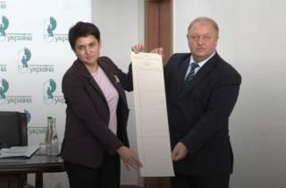 «70 футбольных полей»: в ЦИК показали первые напечатанные бюллетени для выборов президента Украины