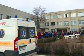 На Хмельнитчине неизвестный устроил «газовую атаку» посреди школы