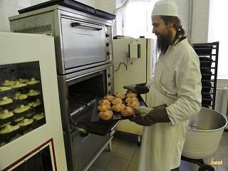 Монахи Святогорской лавры поделились рецептом «жаворонков»