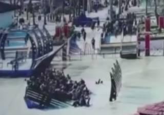 В Ираке из-за перегрузки затонул паром с людьми: появилось видео трагедии