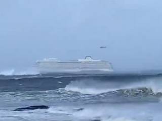 У берегов Норвегии терпит бедствие лайнер с 1300 пассажирами на борту