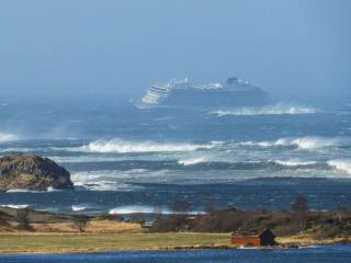 Пассажиров лайнера Viking Sky удалось спасти без эвакуации
